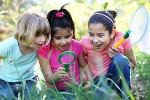 kids-garden-scavenger-hunt-21521284